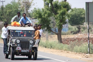 IndienWeg nach Bharatpur